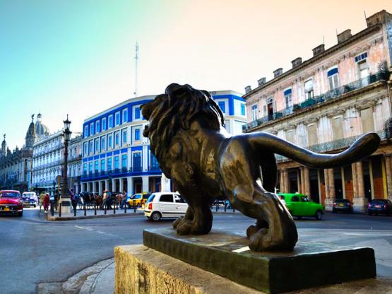León del Paseo del Prado