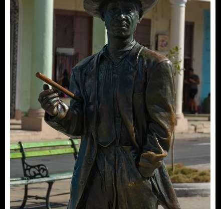 Estatua de Beny Moré