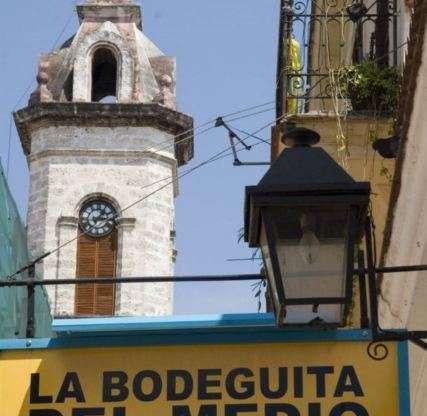 La Bodeguita del Medio está situada en el Casco Histórico de La Habana
