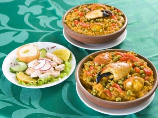 La Paella, la Sopa del pescador, así como los cócteles Don Gregorio y el Daiquirí hacen las delicias de amigos y clientes de la casa.