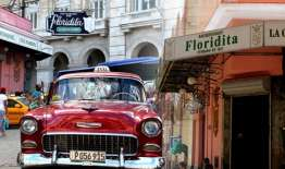 ubicado en los inicio de la famosa calle Obispo, en el corazón de la Habana Vieja.